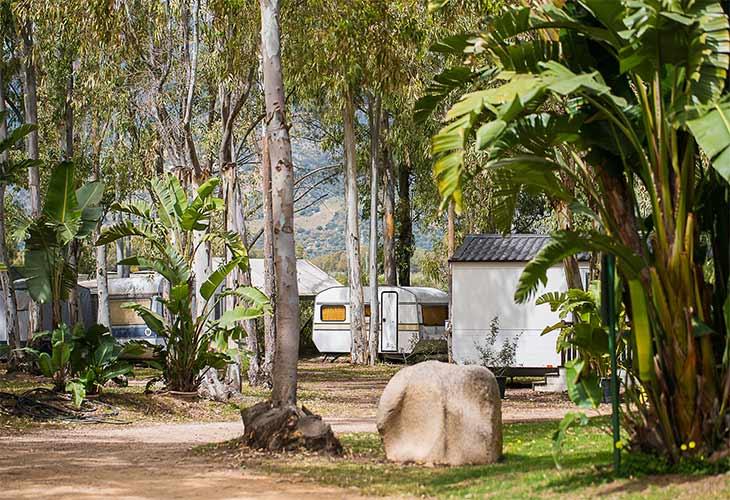 Come scegliere il campeggio perfetto in Sardegna